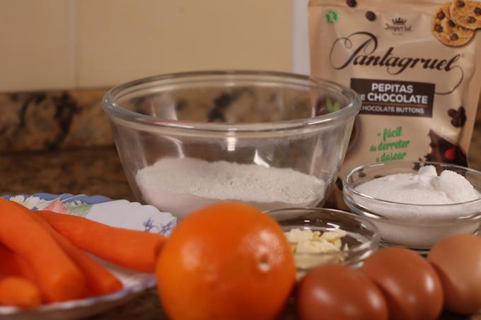 ingredientes para queques de cenoura e laranja